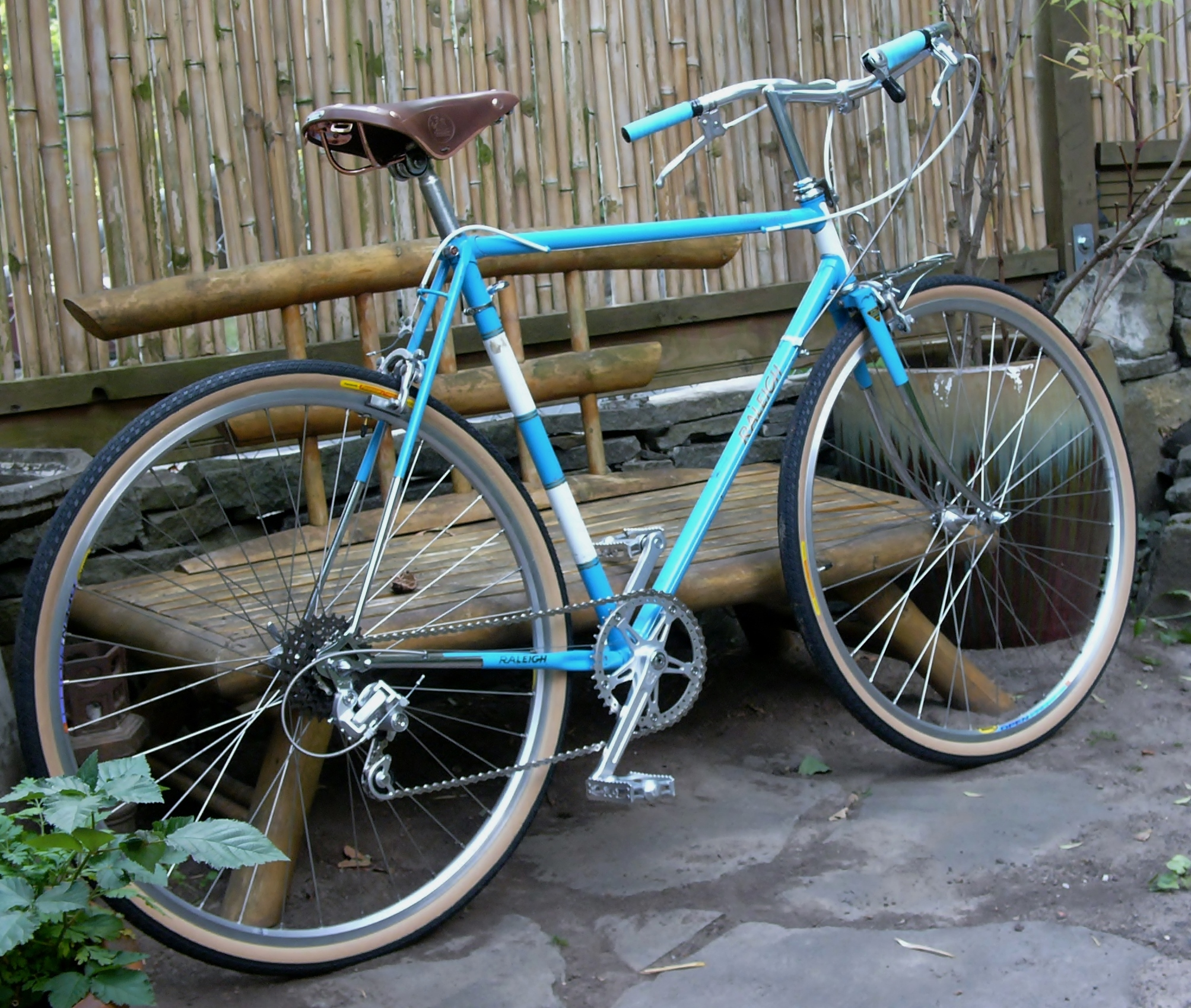 theresa s new old raleigh restoring vintage bicycles. Black Bedroom Furniture Sets. Home Design Ideas