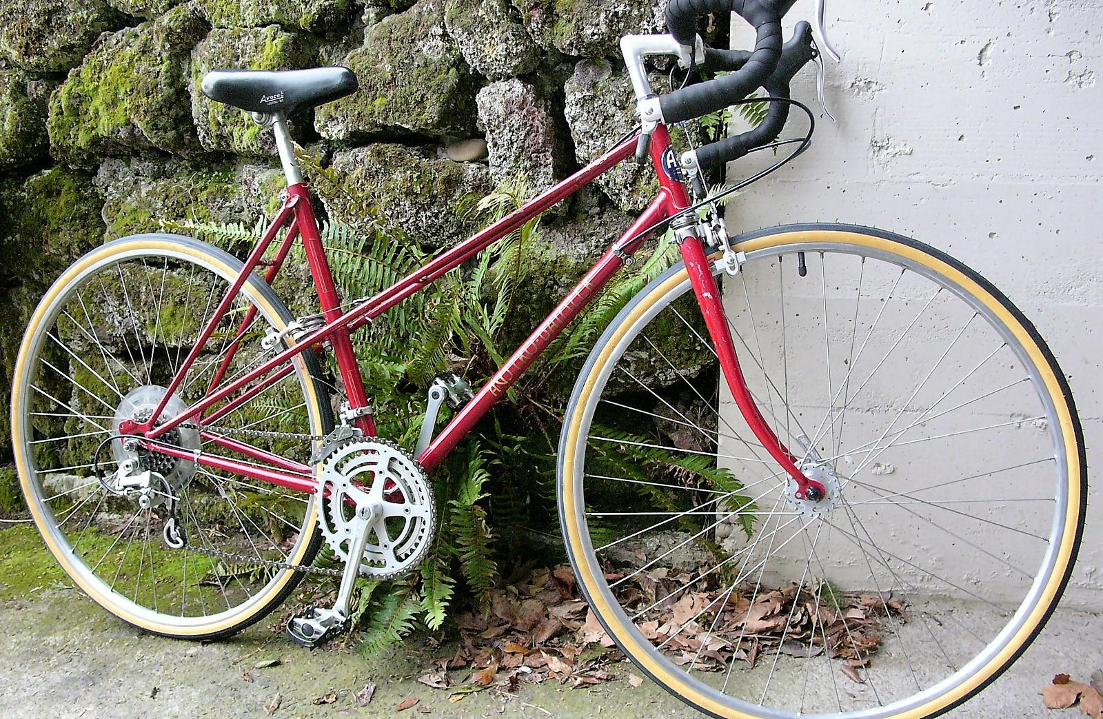 vintage bikes from days gone by restoring vintage. Black Bedroom Furniture Sets. Home Design Ideas